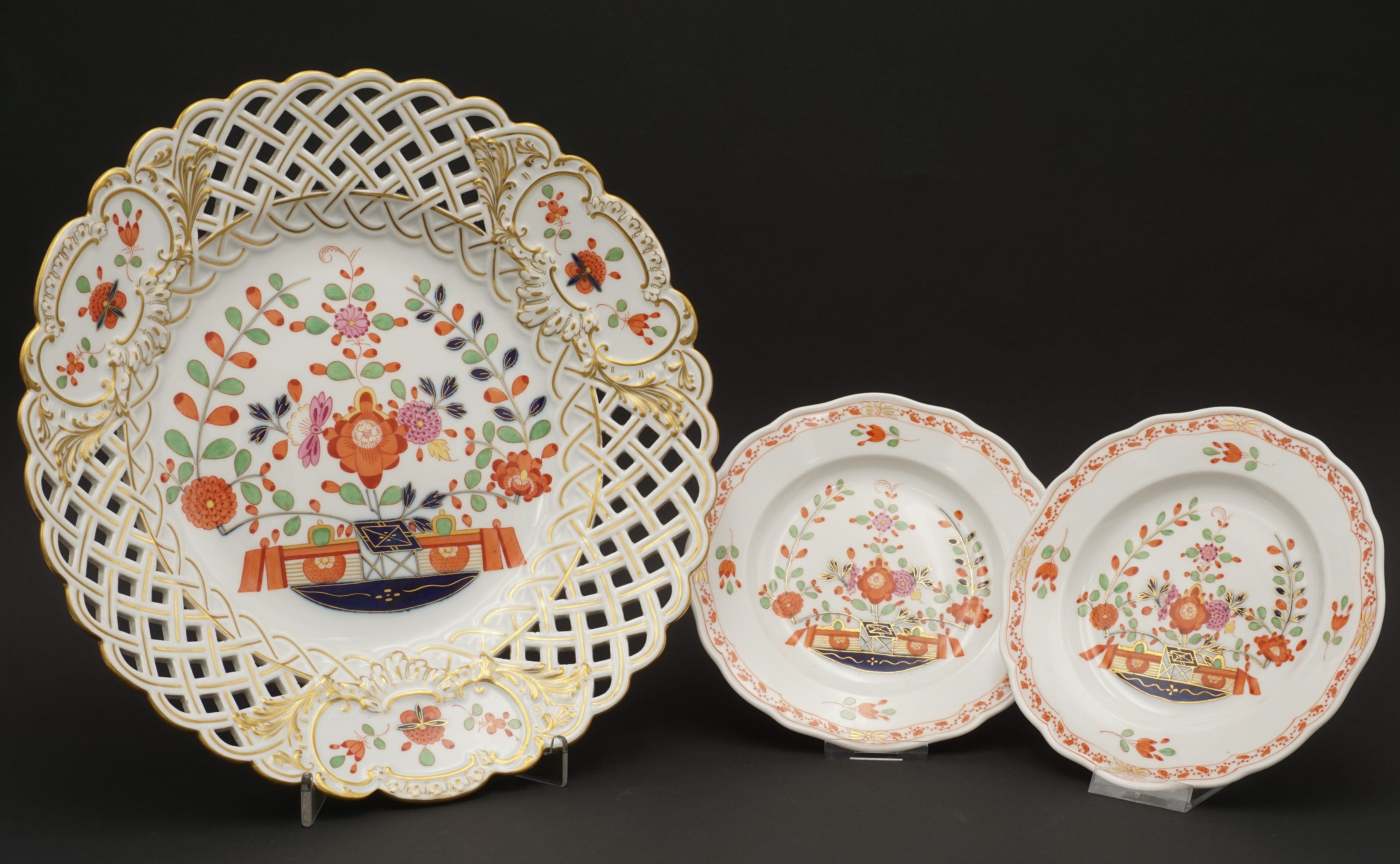 Meissen Durchbruchteller und zwei kleine Teller mit Tischchenmuster, 1815...